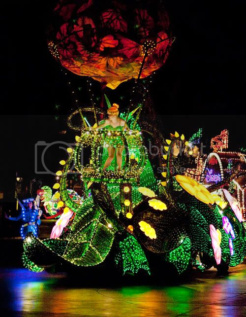 Walt Disney World 1977 welcomes the Main Street Electrical Parade. #50Daysto50Years