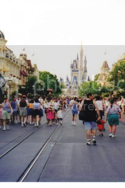 Disney's Animal Kingdom opens 1998
